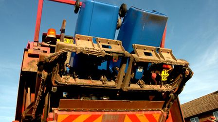 Bin collectors have been offered �1,000 to accept new working hours.