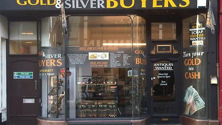 A tray of rings worth £4,000 was stolen during a distraction burglary at Gold & Silver Buyers in Upp