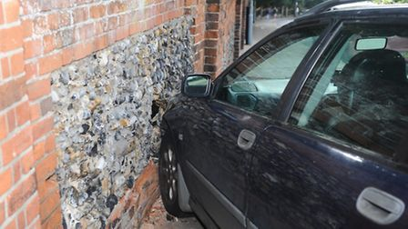Car hits wall at entrance to Christchurch Park in Fonnereau Road Ipswich