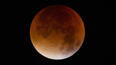 A blood-red lunar eclipse in London. Sunday September 28, 2015. Credit: Yui Mok/PA Wire.