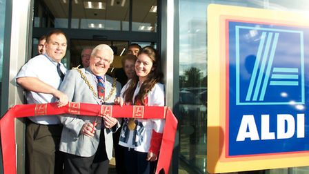 The opening of the new Aldi store at Pinewood. Store manager Simon Coulson with Ipswich mayor Roger