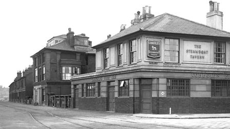 New Cut West in June 1948, with the Steam Boat Tavern at the corner of Felaw Street