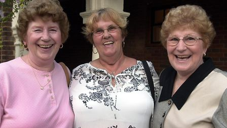From the left are Hazel Roosa of New York, Rita Benneworth, and Olga Woltering of Georgia USA at a