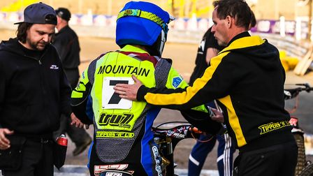 Chris Louis congratulates Connor Mountain after a Witches 5-1 in heat two of the Ipswich v Newcastle
