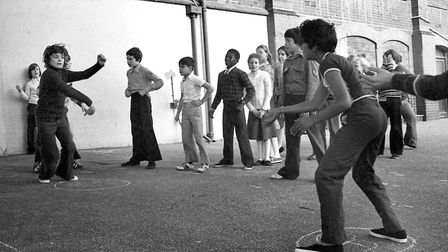 Playground games at St Helen's School, Ipswich, in November 1977. Picture: JERRY TURNER