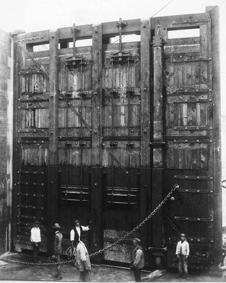 Recently discovered photograph of the new Ipswich lock gate construction in 1881