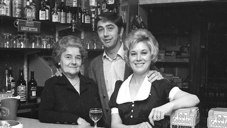 Who were pulling the pints at the Spotted Cow, Ipswich, in 1973?