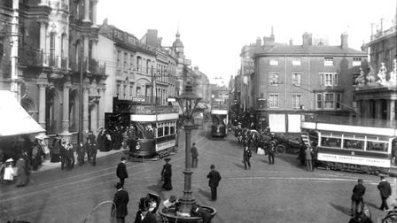 The Cornhill, Ipswich, in the early years of the twentieth century. The Bacon and Cobbold Bank was i