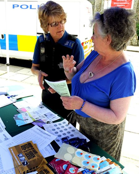 """NEWS PICTURE ANDY ABBOTT 13.8.11 The Ipswich Central Safer Neighbourhood Team holding a """"Stree"""