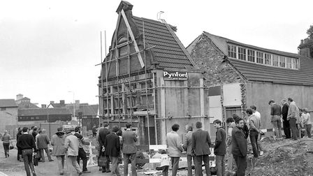 The move of the Ragged School frontage attracted a lot of attention on May 1984. Picture: OWEN HINES