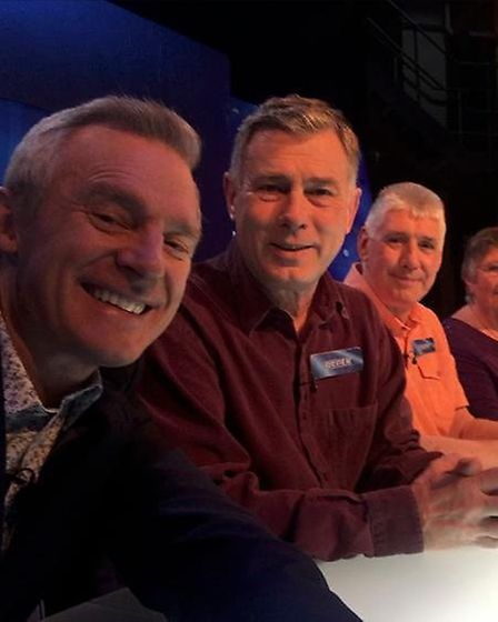 Eggheads host Jeremy Vine took the time to take a selfe with the team before their storming victory