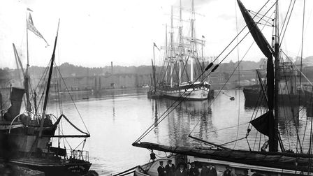 This photograph was taken from the Custom House around the First World War period. A huge sailing sh