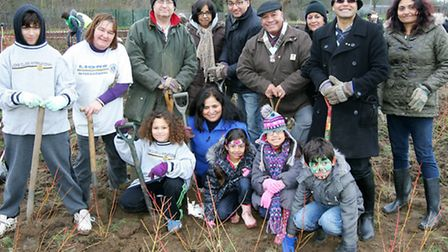 Members of the public and councillors are helping towards platning 15,000 trees