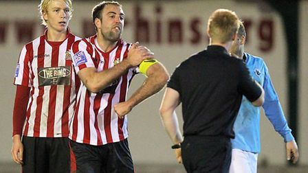 Elliot Styles of Hornchurch protests against a decision (Gavin Ellis/TGS)