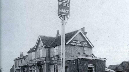 The old White Hart, in the 1920s, at the top of White Hart Lane, Collier Row. Picture courtesy of Br
