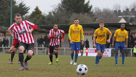 Martin Tuohy scores the equalising goal for Hornchurch from the penalty spot (Gavin Ellis/TGSPHOTO)