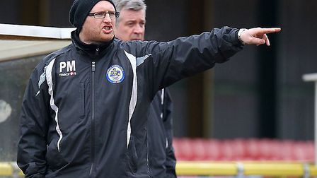 Romford manager Paul Martin shouts out instructions (Gavin Ellis/TGSPHOTO)
