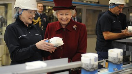 The Queen speaks to Tate & Lyle packing area supervisor Teresa Croxford, 58, during a visit to the s