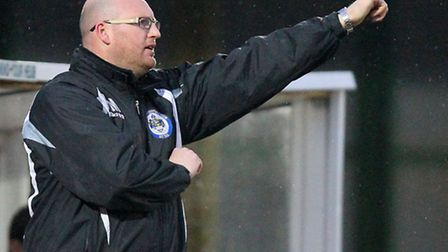 Romford manager Paul Martin gives the thumbs-up (Gavin Ellis/TGSPHOTO)