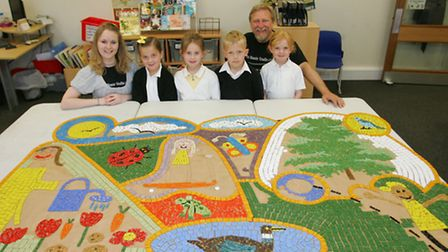 Emma Perry, Olivia King, Kayleigh Hicks, Rhea Hutchins, George Watkins and Paul Siggins with the mos