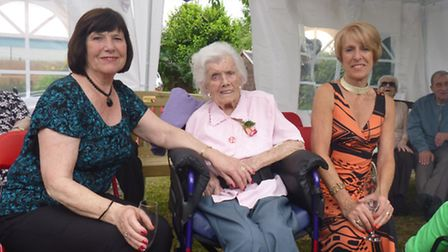 Gladys Reeve with her two daughters Carole Mitchel-More and Linda Kimm.