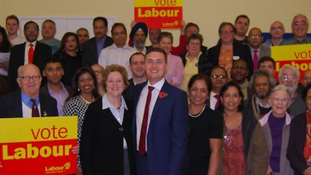 Wes Streeting (centre) alongside former Labour Ilford North MP Linda Perham and party members