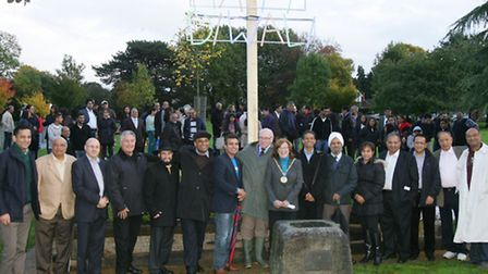 Faith groups came to Chigwell Green on Sunday to help kick off Diwali celebrations by switching on a
