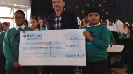 Jeremy Probert, Director of Corporate Communications at London City Airport presents the cheque to p