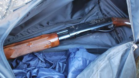 The shotgun in the black holdall. Picture: Met Police