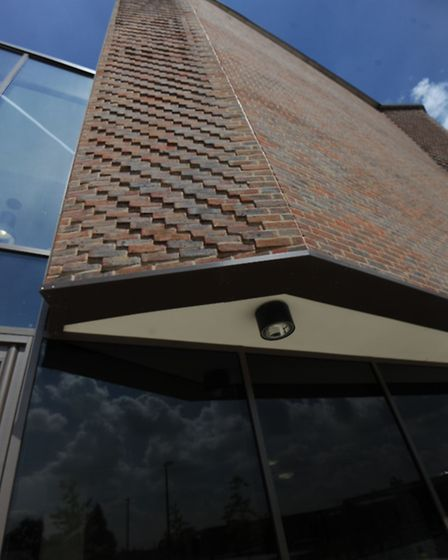 Layered brickwork at Drapers Acedemy