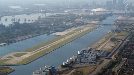 Scenic approach to London Cirty Airport