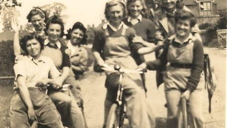 Group of Land Army Girls, North Ockendon - 1942