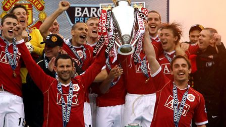 Ryan Giggs and Gary Neville lift the Premier Legaue trophy together in 2007