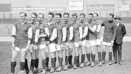 West Ham players line up for a team photo