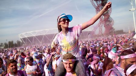 After covering 5km the runners are greeted by the Color Festival where the air is filled with music