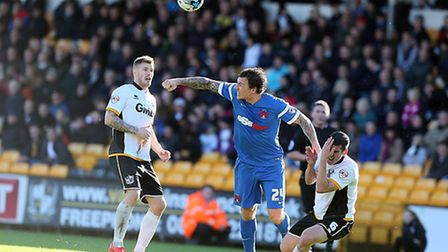 O's Darius Henderson is sent off for elbowing Richard Duffy in the face by ref Lee Collins . Pic: Si