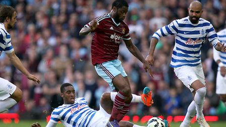 West Ham United's Alex Song (right) and Queens Park Rangers' Leroy Fer (left) battle for the ball du