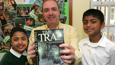 Local author Richard Smith with pupils Zaiba Adam, 9, and Praveen Vivinthas, 8, on a visit to Highl