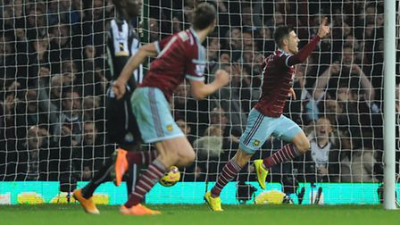 West Ham United's Aaron Cresswell (right) celebrates scoring his teams opening goal during the Barcl