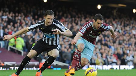 West Ham United's Matthew Jarvis (right) and Newcastle United's Michael Williamson during the Barcla