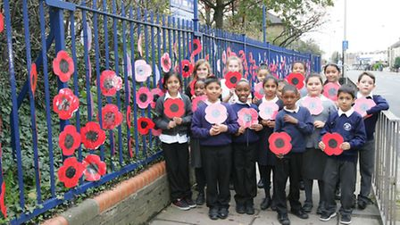 Chadwell Primary School, pupils have put up a sea of poppies to commemorate WW1.