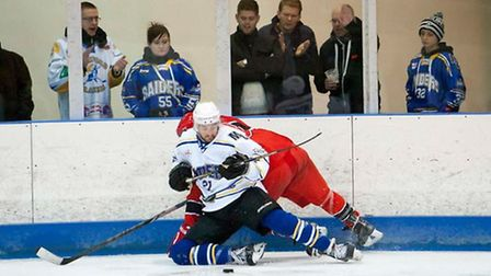 London Raiders defenceman Matt France challenges a Streatham rival in the corner (pic: John Scott)