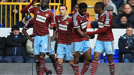 West Ham United's Cheikhou Kouyate (left) celebrates scoring his sides first goal of the game agains