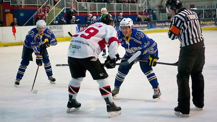 London Raiders forward Liam Chong prepares for a face-off at the Isle of Wight (pic: Danny Oxley)