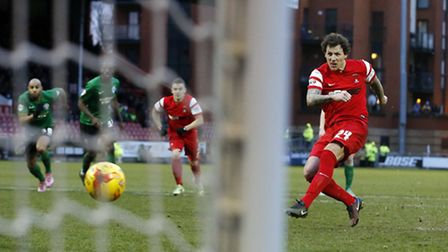 Orient's Darius Henderson scores from the penalty spot against Scunthorpe (pic: Simon O'Connor)