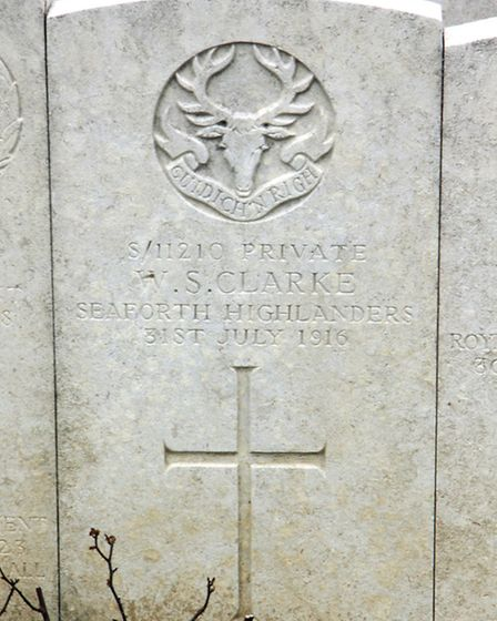 Billy Clarke�s grave in Longuenesse (St Omer) Souvenir Cemetery in northern France.