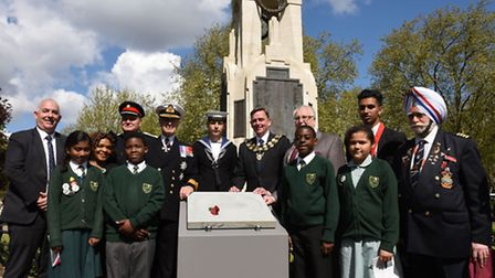 A plaque was unveiled to honour First World War Naval Officer George Drewry at the cenotaph in Centr