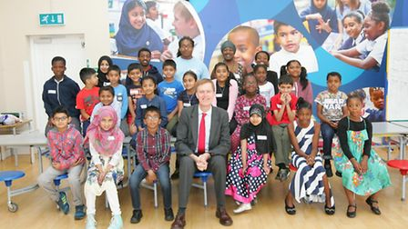 Stephen Timms MP visiting youngsters at Wise Owl Learning Summer School.