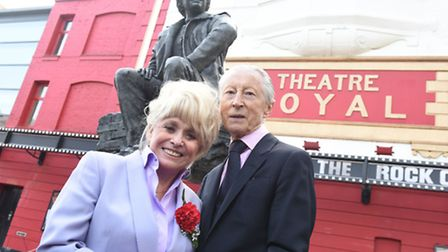 Barbara Windsor and Murray Melvin with the statue of Joan Littlewood (picture: Robert Day)