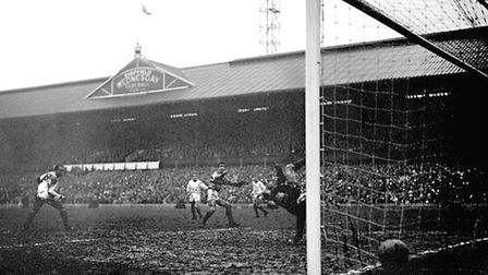 West Ham United's Ronnie Boyce (centre) starts to celebrate as his shot beats Manchester United goal